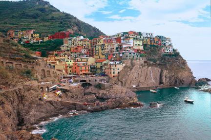 http://www.lockeheemstra.com/italy/photos/manarola_cinque_terre.jpg